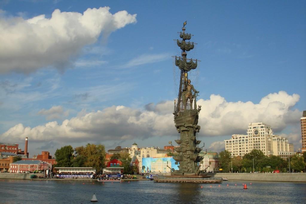 Памятник 300-летию Российского флота