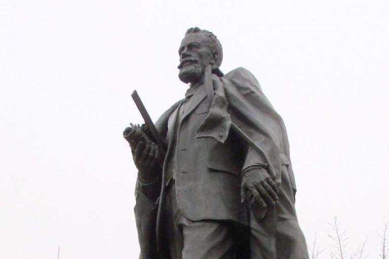 Памятник В.Г. Шухову