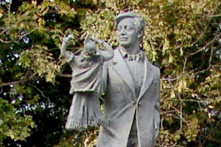 Памятник С.В. Образцову